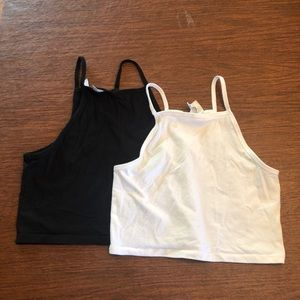 Bundle of 2 tank tops crop